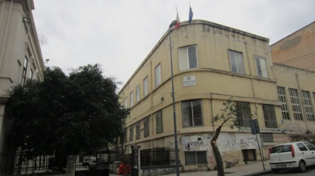 licei senza riscaldamenti messina, riscaldamento rotto scuola messina, scuole freddo messina, Messina, Sicilia, Cronaca