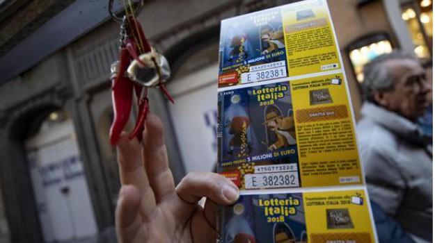 biglietti vincenti lotteria italia, i soliti ignoti, lotteria biglietti 25 mila euro, lotteria italia, Sicilia, Cronaca
