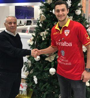 Il presidente Pietro Sciotto e il neo attaccante giallorosso Gianluca Marzullo