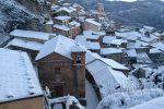 L'antico paese di Bova imbiancato dalla neve, le suggestive immagini