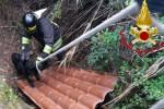I vigili del fuoco impegnati nel recupero