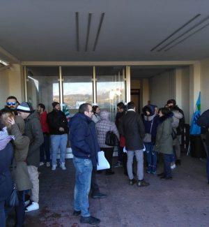 Mancato rinnovo dei contratti, protestano i lavoratori della Abramo a Crotone