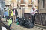 """Cosenza, pulizia """"fai da te"""" su viale della Repubblica"""