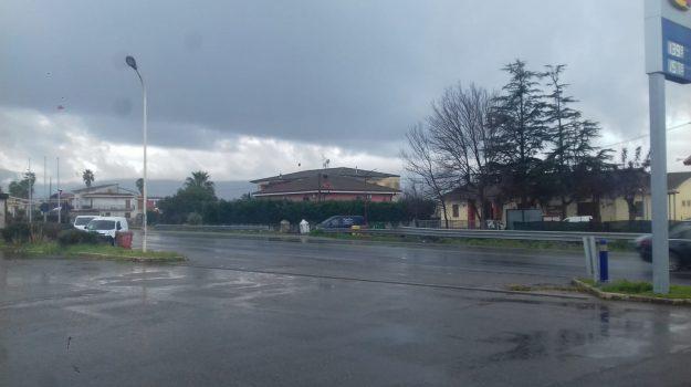 cadavere corigliano rossano, cadavere lungo ss 106, trovato un cadavere in strada, Cosenza, Calabria, Cronaca