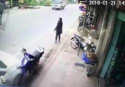 Le immagini di una telecamera di sorveglianza a Nam Dinh, in Vietnam