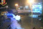 Spranghe e fumogeni agli imbarcaderi di Messina: il video degli scontri tra ultras