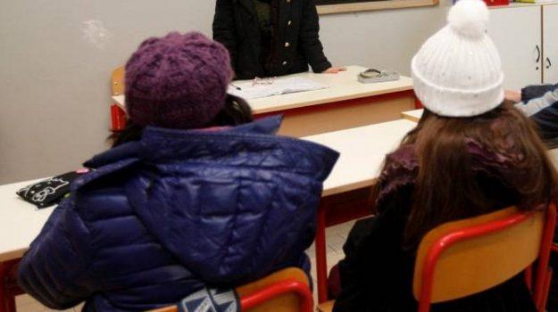 gelo calabria, riscaldamenti guasti scuole, scuola freddo calabria, Calabria, Cronaca