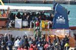 """Sea Watch, i 47 migranti sbarcati a Catania. L'Unhcr: """"Il salvataggio in mare un imperativo"""""""