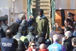"""Sea Watch, i 32 migranti destinati a Messina """"bloccati in Libia per 2 anni in condizioni disumane"""""""