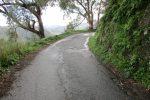 La strada che porta al cimitero di Gualtieri Sicaminò