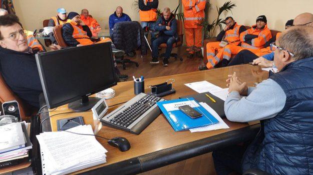 capo d'orlando stipendi arretrati, raccolta rifiuti, franco ingrillì, Messina, Sicilia, Politica