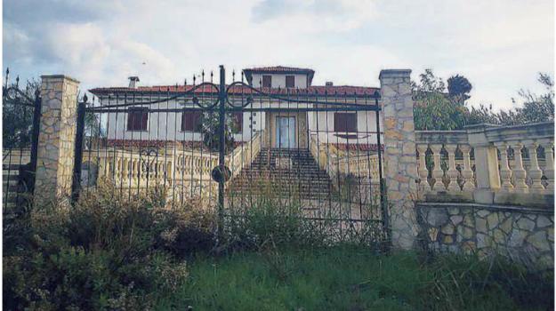 cassano, confisca, villa forastefano, Cosenza, Calabria, Cronaca