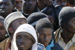 """Migranti, falsi permessi di soggiorno con """"clausola rimborso"""": 10 arresti a Catania"""