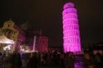 Torre di Pisa illuminata nel 2016