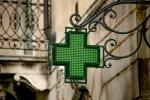Coronavirus, farmacia di Soveria Simeri distribuisce disinfettante gratis