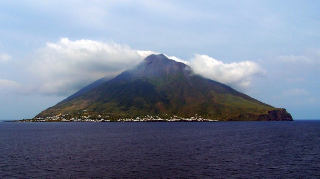 eolie, ticket, turismo, vulcani, Giuseppe Finocchiaro, Giuseppe Grasso, Messina, Sicilia, Economia