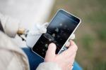 Un momento della sperimentazione della mano bionica messa a punto fra Scuola Superiore Sant'Anna e Politecnico di Losanna, sperimentata in Italia dal Policlinico gemelli (fonte: Luca Rossini/EPFL)