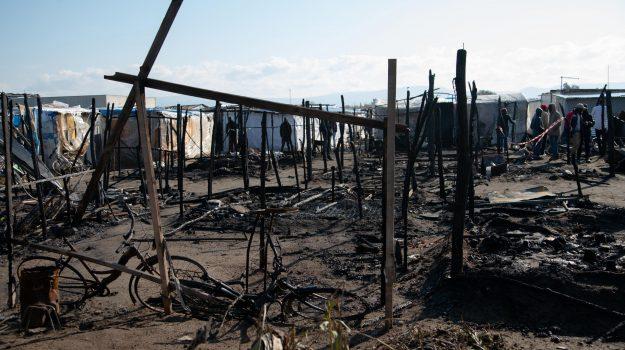 incendio baraccopoli san ferdinando, migranti san ferdinando, Al Ba Moussa, Reggio, Calabria, Cronaca