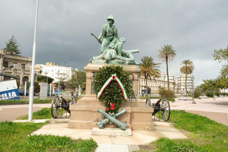 Messina Batteria Masotto Corona Dalloro Al Monumento Per Coprire