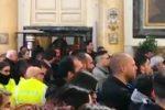 Uccisi dall'onda ad Acireale, il video dei funerali di Margherita Quattrocchi
