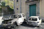 Alì, in fiamme l'auto del marito dell'assessore: si indaga sulla pista dolosa