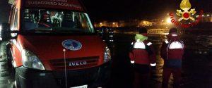Maltempo, auto trascinata in mare dalle onde: dispersi tre giovani ad Acireale