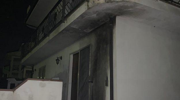 bomba molotov rende, via savinio rende, Cosenza, Calabria, Cronaca