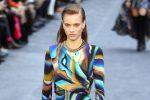 Animalier, forme attillate e drappeggi: la moda di Roberto Cavalli in passerella a Milano