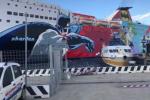 Attimi di paura al porto di Messina, nave urta contro gli approdi a causa del vento