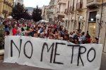 """Cosenza, protesta del comitato """"No alla metro"""": «Rivendichiamo le firme raccolte»"""