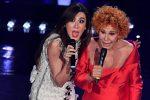Sul palco con la sua imitatrice Virginia: a Sanremo è Ornella Vanoni show, ovazione sul web