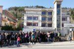 Locali senza agibilità, laboratori fermi: alberghiero di Castrovillari, sit-in degli studenti