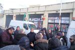 Protesta degli ambulanti del mercato della Zir a Messina, bloccata via Fermi