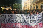 Tagli e nuova maturità, gli studenti siciliani scendono in piazza: le foto da Palermo