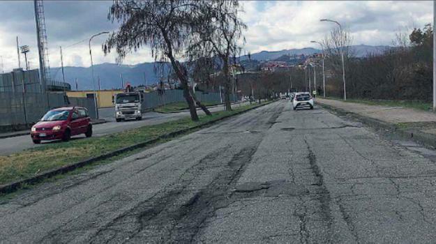 buche viale magna grecia, cosenza, viale magna grecia, Cosenza, Calabria, Cronaca