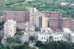 """Ospedale di Reggio, reparti """"ingolfati"""" e locali vecchi: il report della direzione generale"""