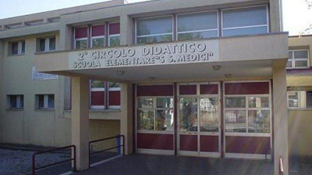 castrovillari, chiusa per topi, scuola santi medici, Cosenza, Calabria, Cronaca