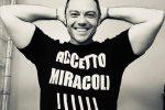"""Tiziano Ferro svela l'uscita del nuovo album: il 22 novembre arriva """"Accetto miracoli"""""""
