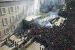 Tensione a Tirana, opposizione in piazza chiede le dimissioni del premier