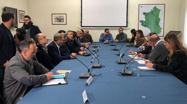 vertenza abramo cc crotone, Catanzaro, Calabria, Economia