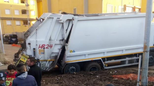 arghillà, camion Arghillà, camion bloccato, Reggio, Calabria, Cronaca