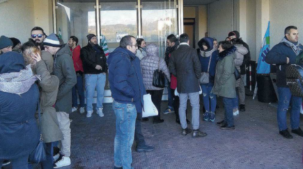 abramo customer care, crotone, licenziamenti, Catanzaro, Calabria, Economia