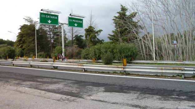 a18, autostrada messina-catania, regione sicilia, Messina, Sicilia, Economia