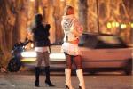 Dalla mamma al trans, storie di prostitute sulla Statale 18 di Lamezia Terme