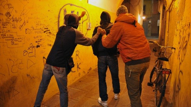 crotone, video pestaggio, Alessandro Manica, Carmen Giancotti, Elena Spagnolo, Filly Pollinzi, vincenzo voce, Catanzaro, Politica