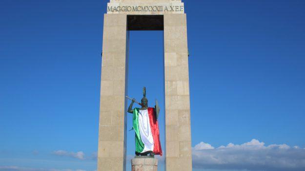dea atena reggio calabria, foibe, tricolore italia, tricolore italiano, Reggio, Calabria, Cronaca