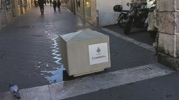 Corso Umberto, dissuasori, misure antiterrorismo, Porta Catania, Porta Messina, taormina, Messina, Sicilia, Cronaca