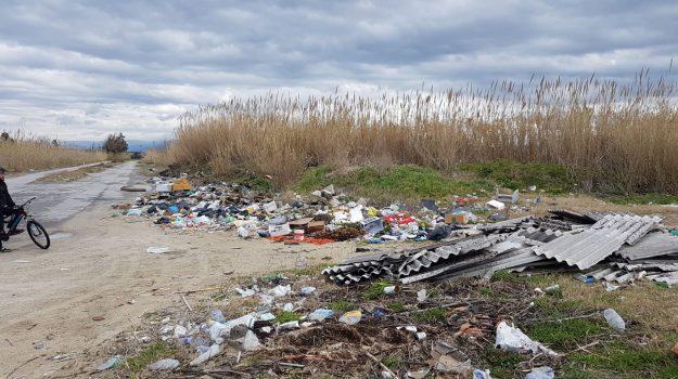 emergenza ambientale, fiume Mesima, lastre di eternit, rosarno, spazzatura, Reggio, Calabria, Cronaca