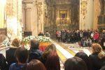 Acireale, palloncini bianchi per l'ultimo addio a Margherita e Lorenzo: uccisi da un'onda anomala - Foto