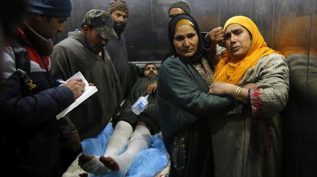 bomba scuola studenti, india, kashmir scontri, Sicilia, Mondo